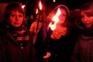 I Polen hev unge gjentor eit sterkt engasjement for tradisjonelle verdiar. Polakkane makta for eit tjugetals år sidan å rista seg lause frå kommunismen. Det gjorde dei for å gjeva nytt liv til tradisjonen, ikkje for å verta valsa ned av vestleg normuppløysing.