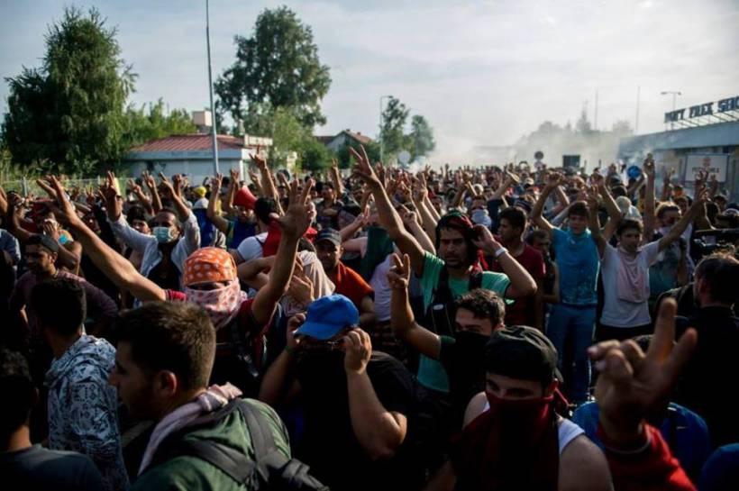 """Det vert meir og meir klårt at ein stor mun av """"flyktningane"""" er svoltne, unge menner med valdstendensar."""