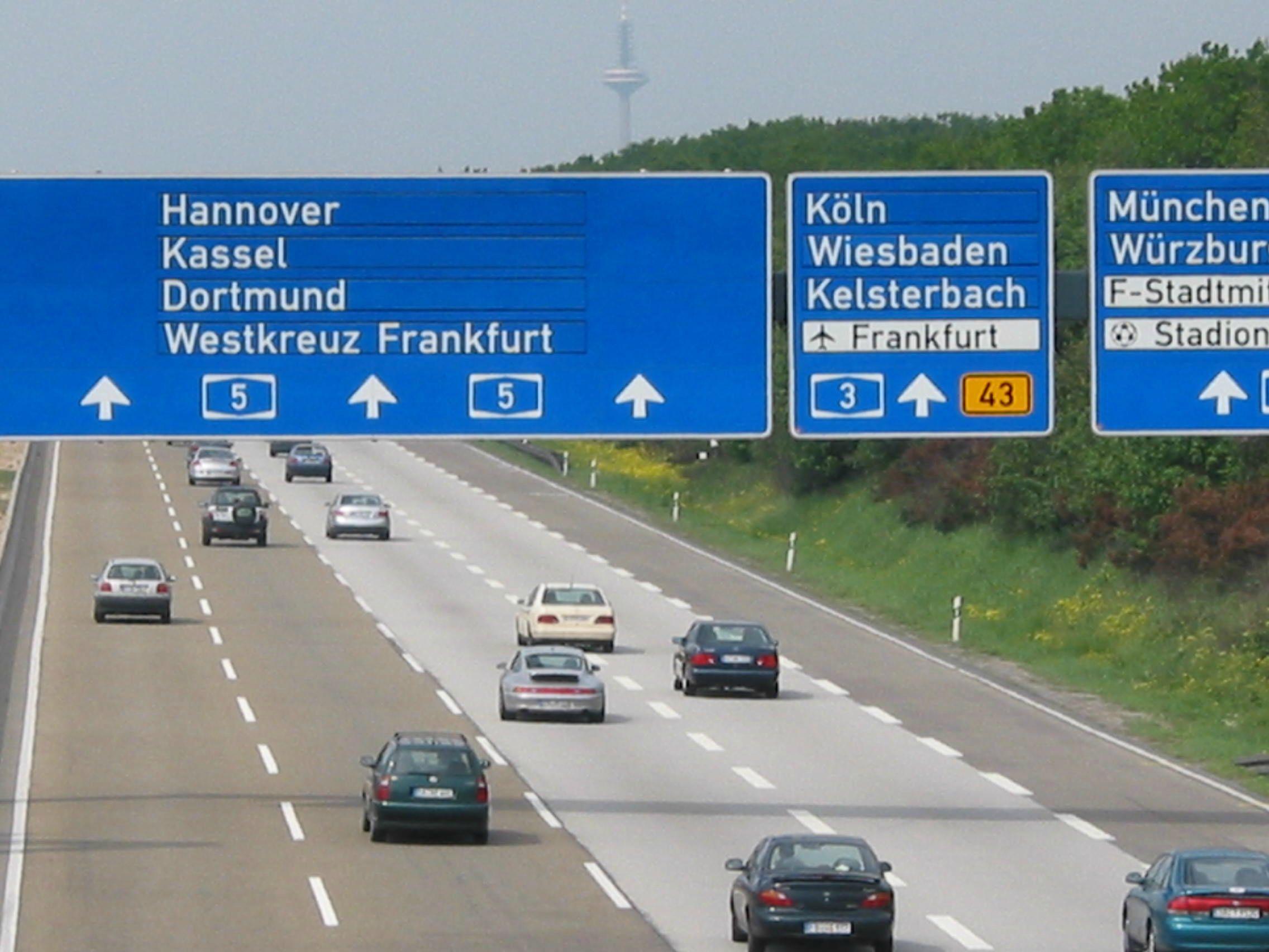 I Tyskland kjem ein seg hundradtals kilometer i timen på autobanen. Likevel er gjenomsnittlegt folketal i dei tyske kommunane berre ein sjuandepart av det folketalet i dei nye norske storkommunane kjem til å verta.