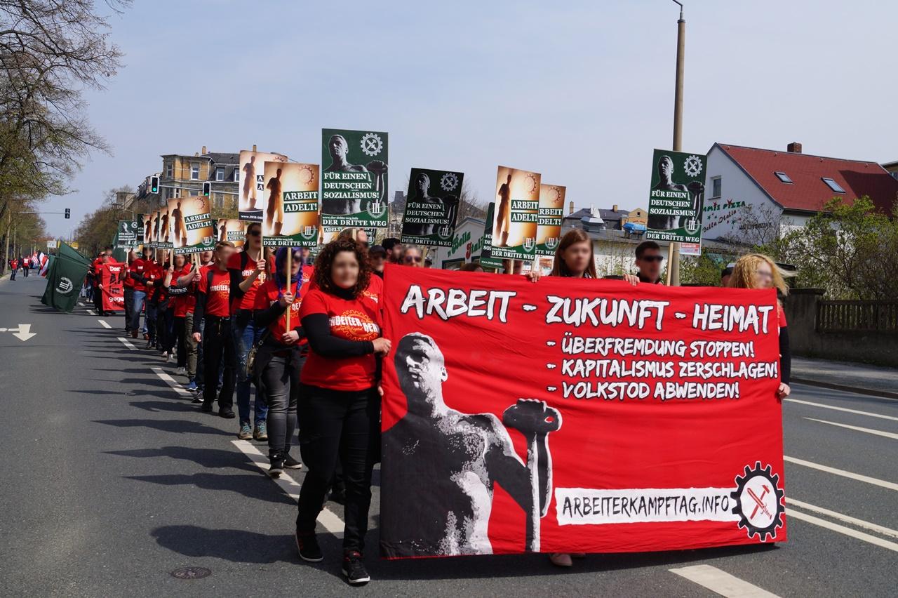 Uppstilling til demonstrasjonstog, 1. mai 2016.