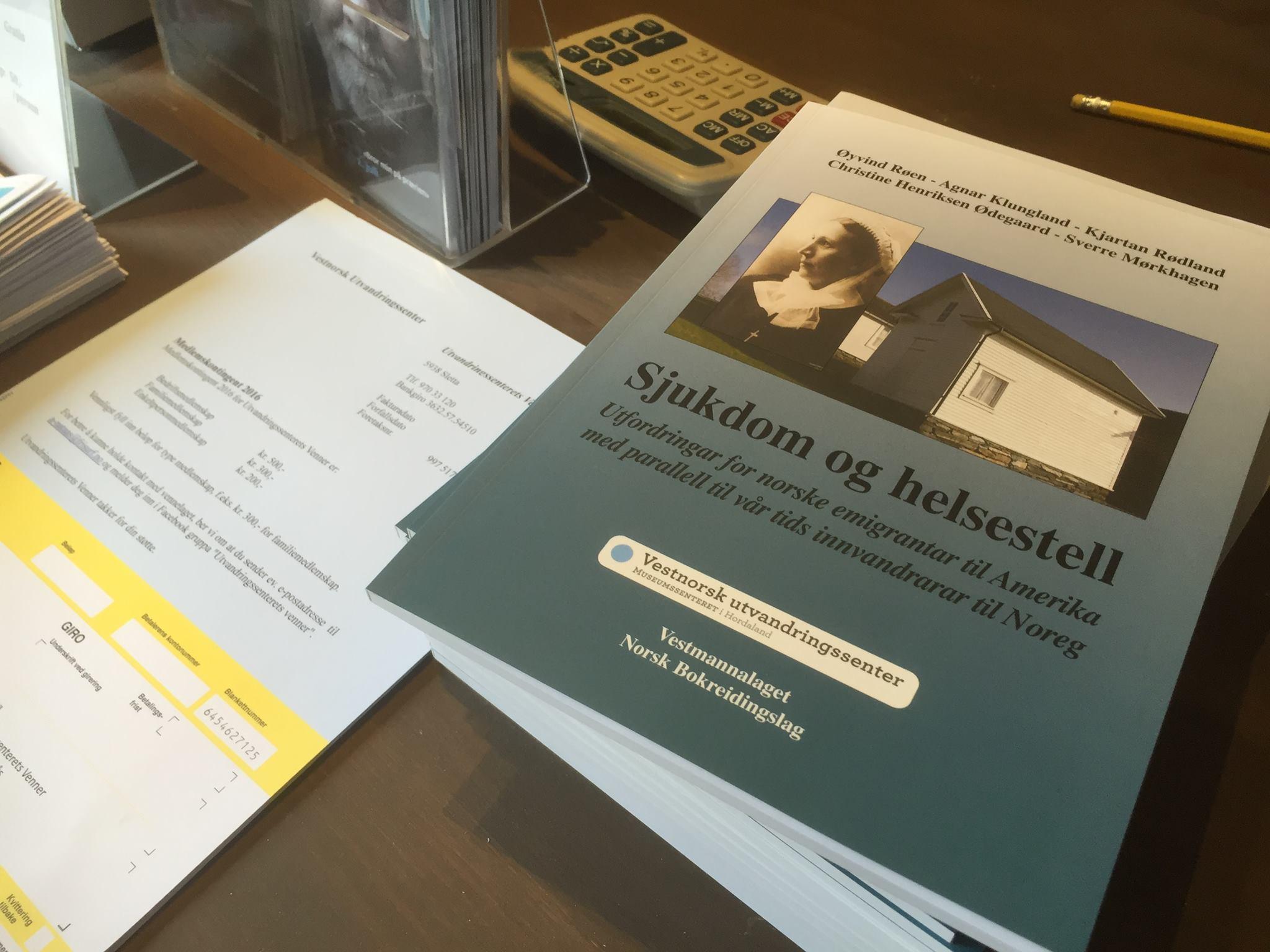 Boki um sjukdom og helsestell, med fyreord på bokmål, er den siste boki i ein lang serie frå utvandringssenteret - som vert finansiert av det tradisjonsrike høgnorsk-mållaget Vestmannalaget.