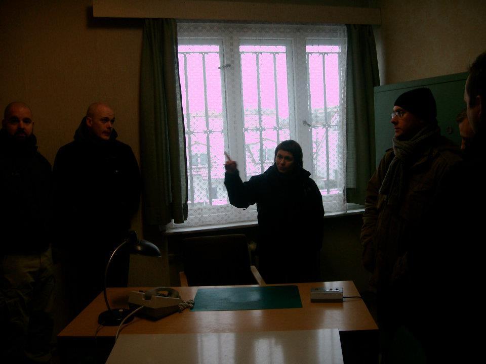 Ein umvisar fortel um korleis det gjekk fyre seg i avhøyrsrommet i Stasi-fengselet. Det var ingen spøk, for å segja det mildt.