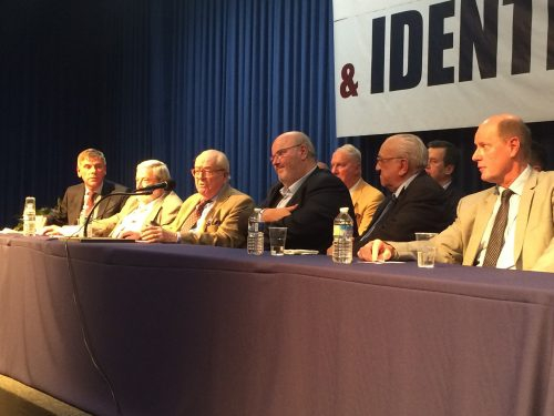 Jean-Marie Le Pen hev ordet.